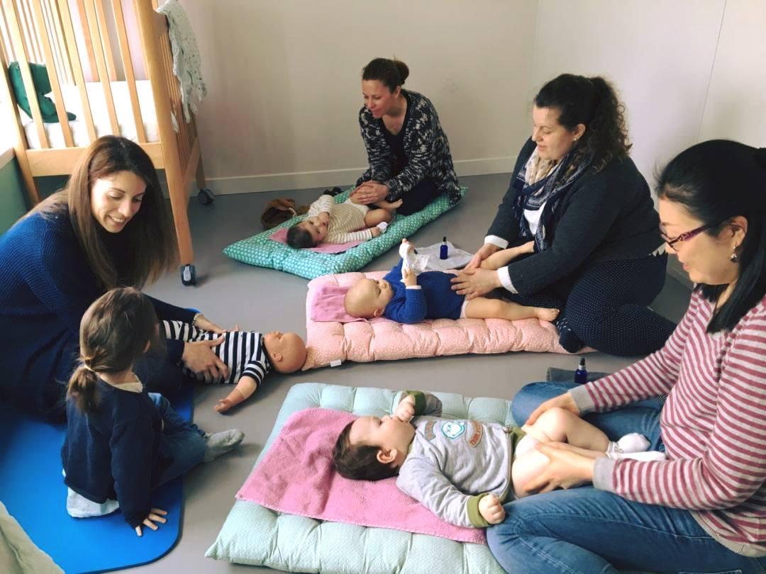 Massage bébé jambes Orléans